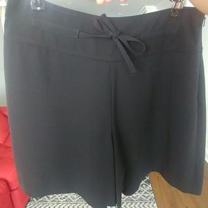 Banana Republic black dress shorts SZ 6